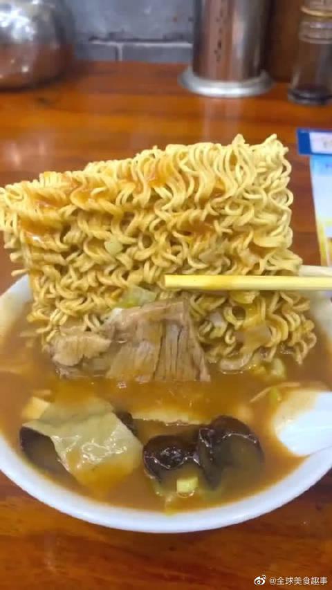 泡面的高级吃法,加胡辣汤,简直是早餐的黄金搭档!