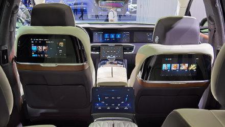 视频:豪华SUV新选择!比奥迪Q7还霸气,7块屏、4座轴距3110mm还带四驱