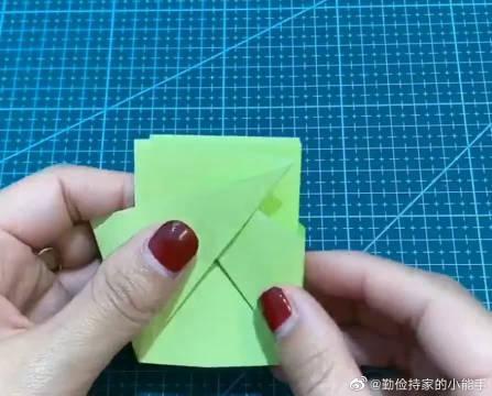 小时候族喜欢玩的折纸小玩具,一拉一合的太解压了!