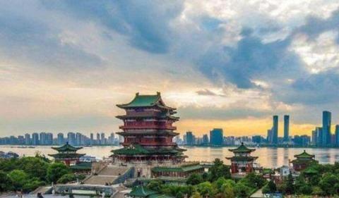 """江西最""""宜居""""的城市,拥有高铁和机场,被赞""""月亮之都"""""""