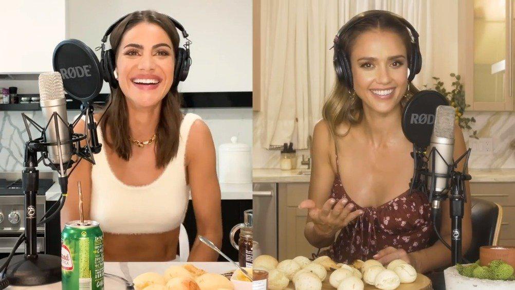 前几天杰西卡阿尔芭和Camila Coelho一起做巴西传统芝士面包后……