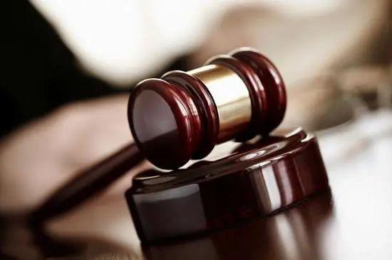 冒名出售限价商品房购房资格,两男子被骗27万余元