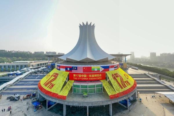 贺州市领导李宏庆、林冠率贺州市代表团参加东博会、商务与投资峰会