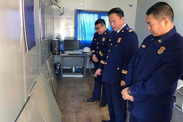 佳木斯市消防救援支队韩冰支队长深入前进大队检查指导营房建设工作