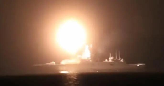 俄军舰第二次试射锆石高超音速导弹 以超8马赫速度击中450公里外目标