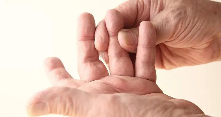 手指出现哪种标志需要警惕癌症?哪些人需要定期检查肺部?