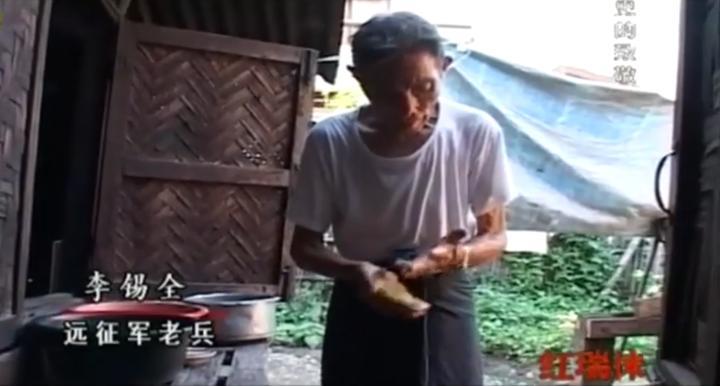 记者在缅甸找到一位远征军老兵,老兵珍藏的地图册,让记者感动