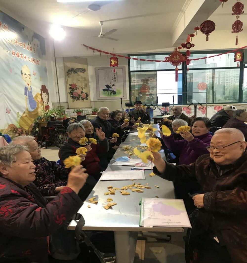 生动一堂课  同做长寿花——市老人休养院手工活动课侧记