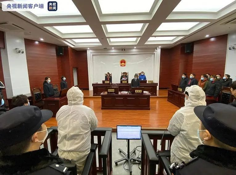 郑渊洁实名举报的特大盗版案,今天宣判。图片