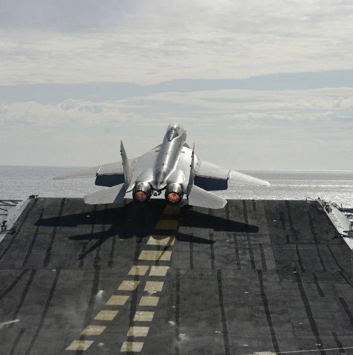 美印双航母演习刚结束 印度米格29K舰载机就坠海
