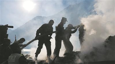 英勇救火护藏家村寨平安