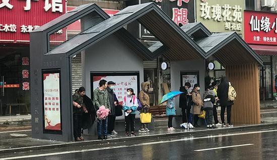 """智慧驱动 科技加能 嘉兴""""江南印象""""公交站台上新啦"""