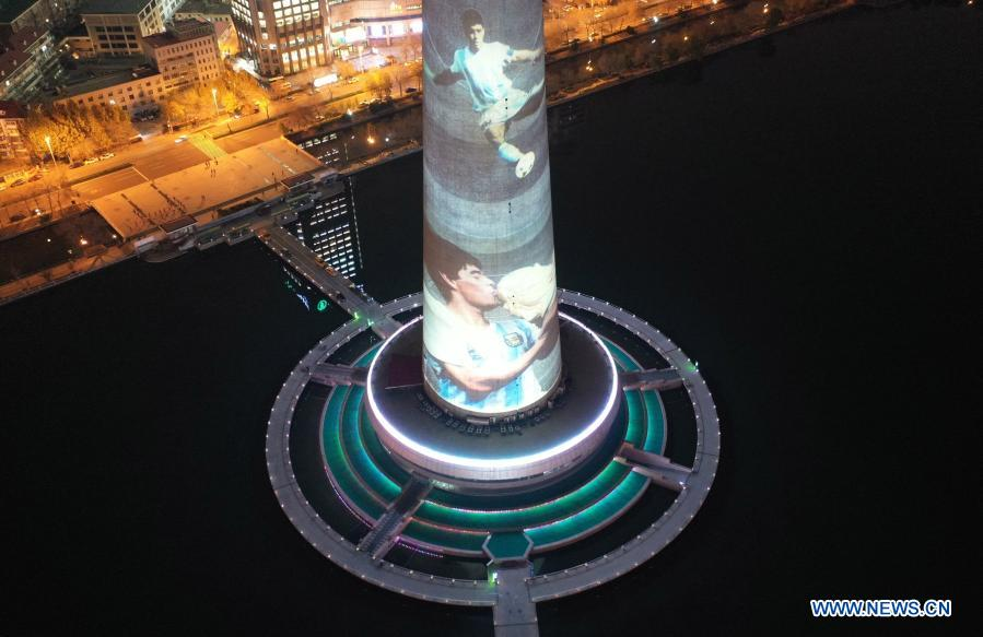 Aerial photo taken on Nov. 26, 2020 shows the image of football legend Diego Maradona projected on Tianjin TV Tower in north China's Tianjin Municipality. Maradona died at the age of 60 on Wednesday of a heart attack. (Xinhua/Li Ran)