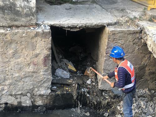深圳龙岗:新生排水渠暗涵总口提前3天打开,清水汇入龙岗河