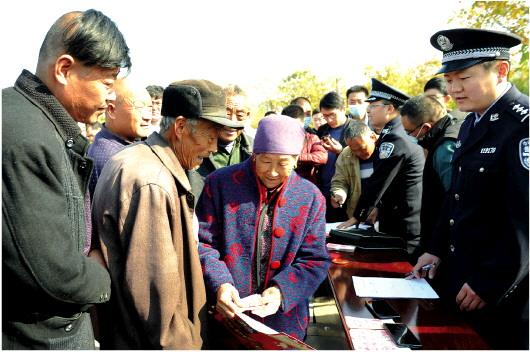 山东枣庄市山亭警方追赃返还群众