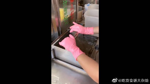 到台湾旅游,不仅茶叶蛋吃不起了,50一杯的冰粉我也买不起