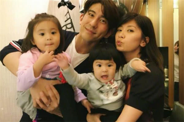 同样是二婚,贾静雯被宠成公主,李湘活出自己,而她却成家中保姆