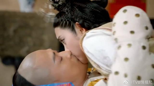 东哥心急如焚探望皇太极 谁知皇太极居然是装病,一下吻住了东哥