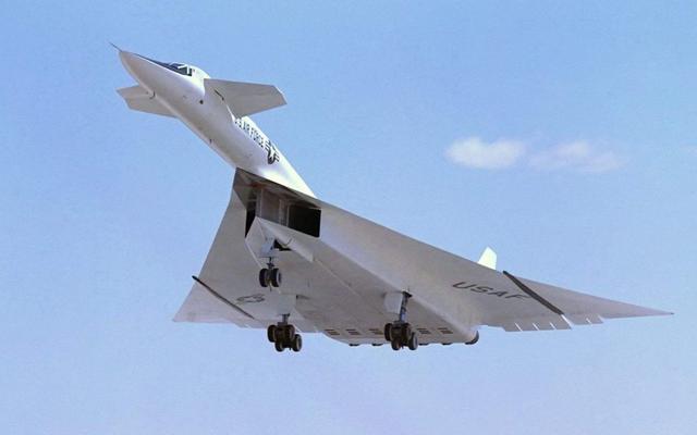 导弹都很难追上的轰炸机,造价比一般航母还贵,全世界仅美国能造