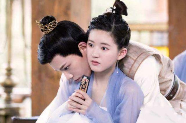 现实版《陈芊芊》上映,女主穿越到书里变炮灰女二,和男三谈恋爱
