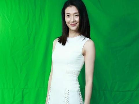 被众人嫌弃的单眼皮,却成倪景阳的加分项,41岁穿白裙还有初恋感