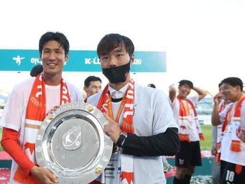 李同国之后韩国又一足坛传奇宣布赛季退役,冠军作伴功成身退