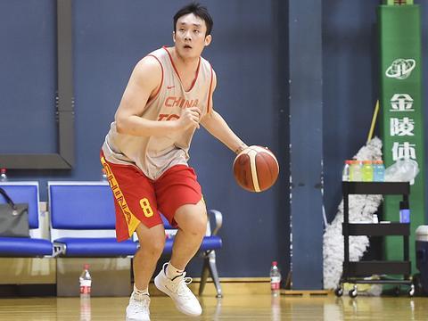 易建联倒下去了!中国男篮的未来该怎么办?急缺下一个领袖