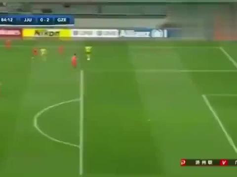 亚冠:郜林这球都不起脚射门, 高拉特表示很无奈 想不通