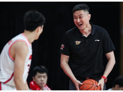 广东宏远22岁国手爆发一季,杜锋打造魔球少年
