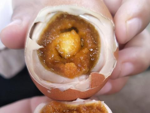 腌鸡蛋时,只放盐水可不行,多数人都不懂,难怪鸡蛋不起沙不入味