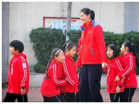 身高2米26!运动天赋超强被称为女篮小姚明,如今她才13岁啊!