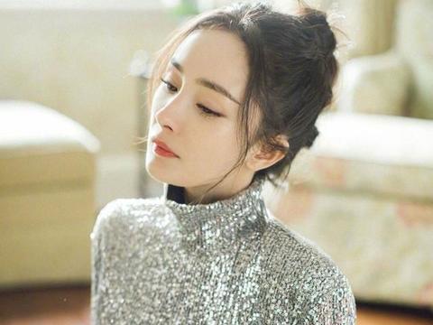 杨幂最新活动造型曝光,银片闪光片搭配皮裤,真是又酷又飒的姐姐