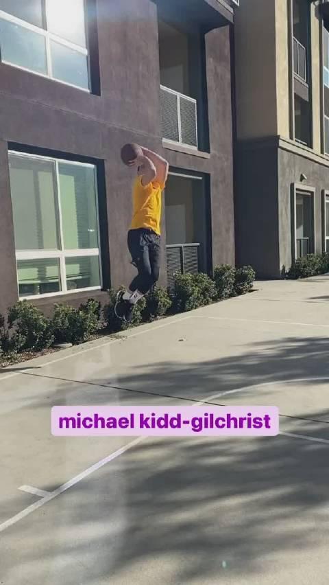 这模仿NBA最糟糕的投篮姿势,有点意思!