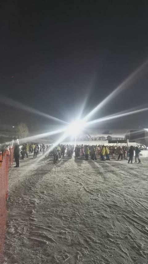 全国第一滑雪场-吉林万科松花湖滑雪场夜场开板啦!