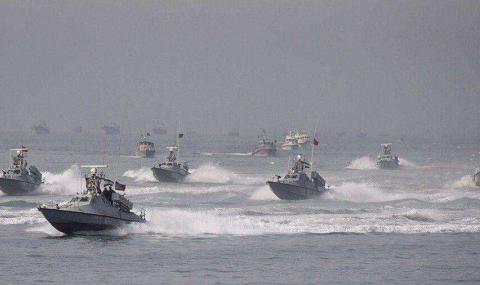 想对我动手?没那么容易!伊朗出动1000艘舰艇大摆军事演习
