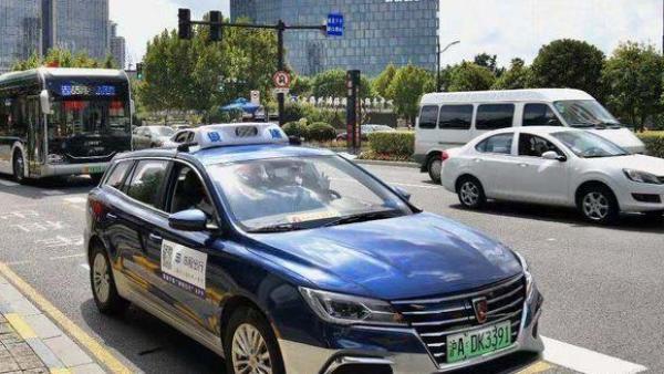 """上海推出老年人 """"一键叫车"""",无需手动输入地址"""