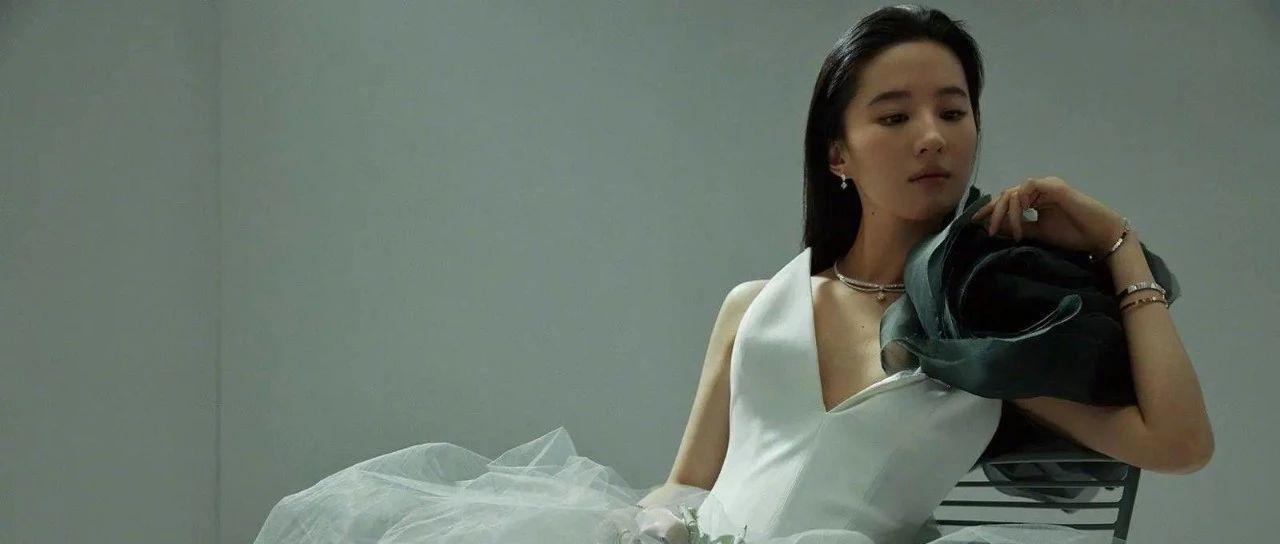 Vogue封面红黑榜:章子怡没hold住金九,刘亦菲柔刚并济又酷又飒