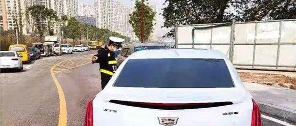贵州女子开车来重庆旅游,求助民警:导航怎么不准了?