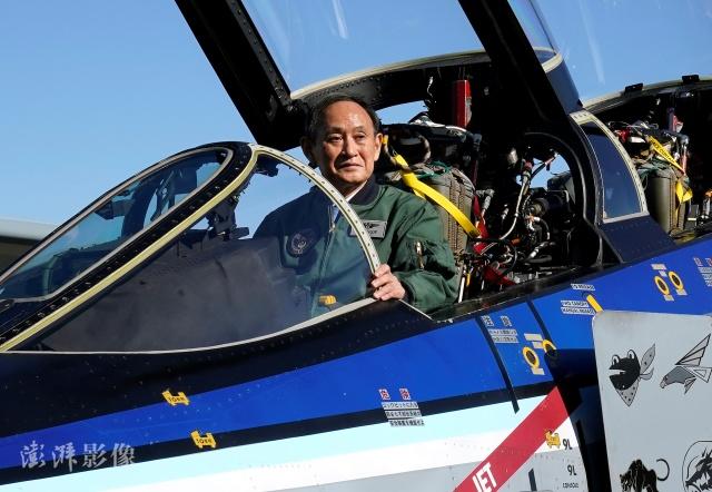 日本首相菅义伟视察空自基地,要求打破自卫队垂直分割