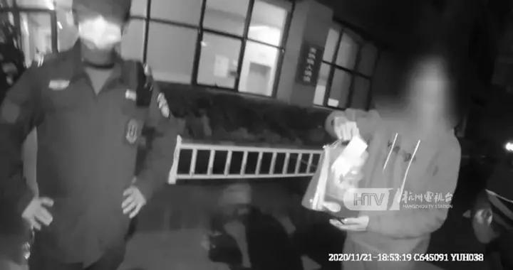 无语!杭州一男子溜进医院,偷拿白大褂穿上假扮医生,竟是为了…