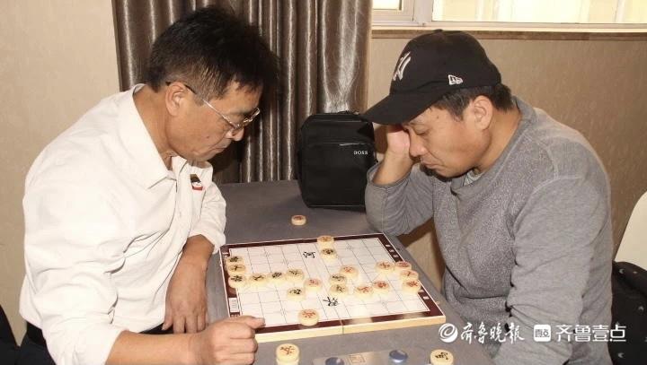 """""""体泰心安""""全民健身季暨泰安首届老年人运动会中国象棋比赛举办"""