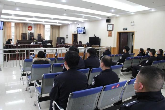 临桂公安分局法制民警到临桂法院旁听刑事案件庭审