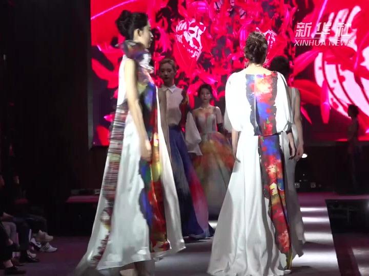"""上海崇明:以花为媒 这场跨界华服秀带你领略新""""国潮""""盛宴"""