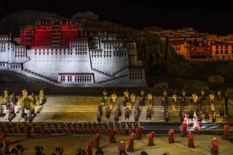 西藏改编传统藏戏《文成公主》首演 青年演员为主力