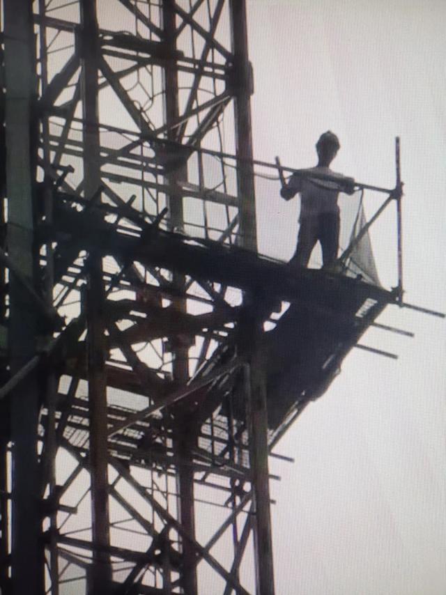 为讨欠款爬塔吊扬言要自杀!广州两男子先后被拘