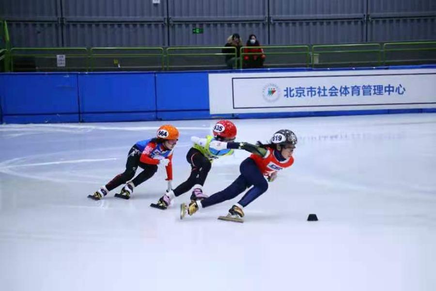 北京市青少年短道速滑混合接力赛开启