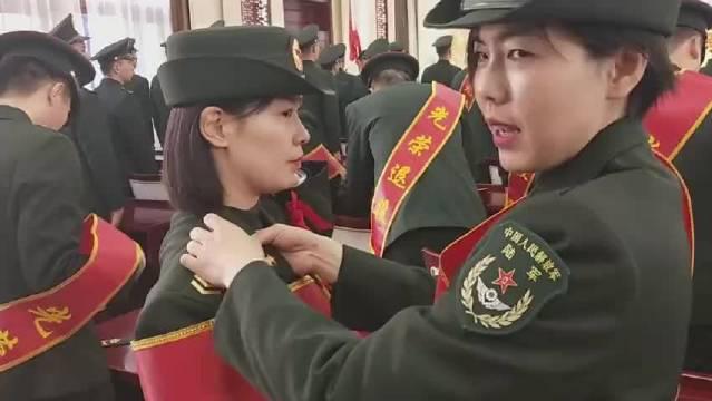 一个四级军士长军衔,一位女兵把人生最好的16年青春选择了军装……