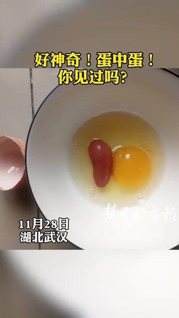 稀奇!大鸡蛋内藏着个小鸡蛋