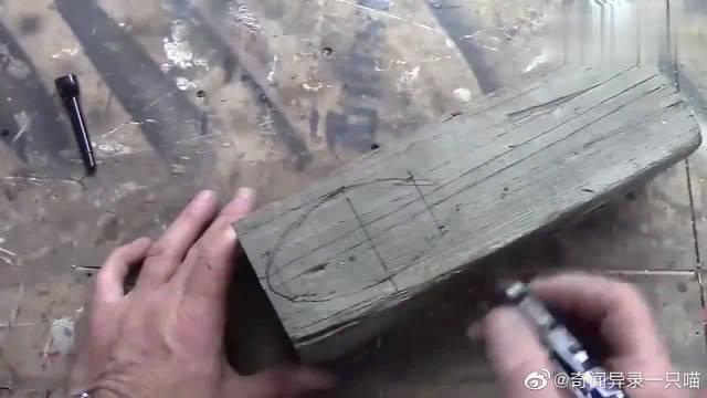 老房子拆下来的木头,切开后制作成勺子,这比买的贵多了!