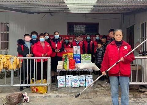 禹州市大禹公益志愿者慰问贫困家庭 温情关怀暖人心